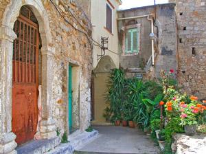 Σοκάκι στο μεσαιωνικό χωριό Ολύμποι στην Νότια Χίο